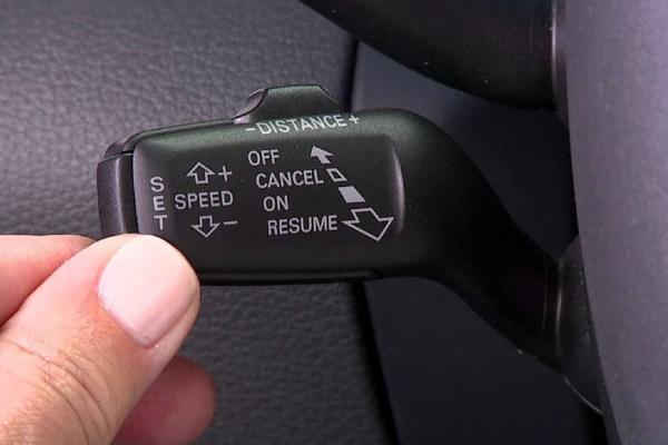 Vì sao hệ thống kiểm soát hành trình ngày càng phổ biến trên xe hơi?