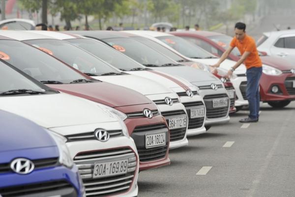 """Ô tô ở Việt Nam đang """"cõng"""" bao nhiêu loại thuế, phí?"""