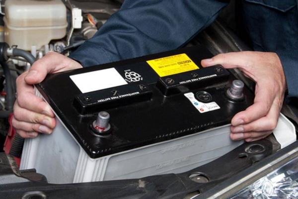 Những uu nhược điểm của ắc quy nước mà chủ xe cần biết trước khi sử dụng