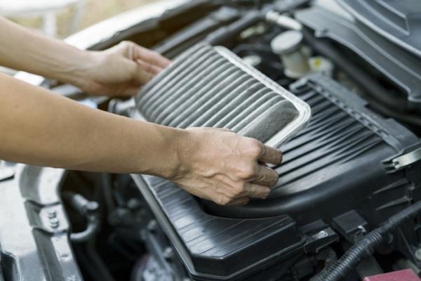 Những điều cần biết khi vệ sinh lọc gió động cơ ô tô tại nhà